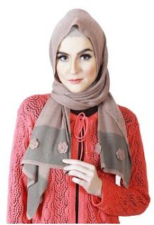 Hiijab Scarf Segi Empat Modern Elegan