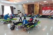 Jelang Hari Bhayangkara ke-74, Personel Resimen 1 Paspelopor Lakukan Bakti Sosial Donor Darah