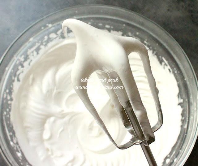 Cara Mengocok Putih Telur Sampai Kaku