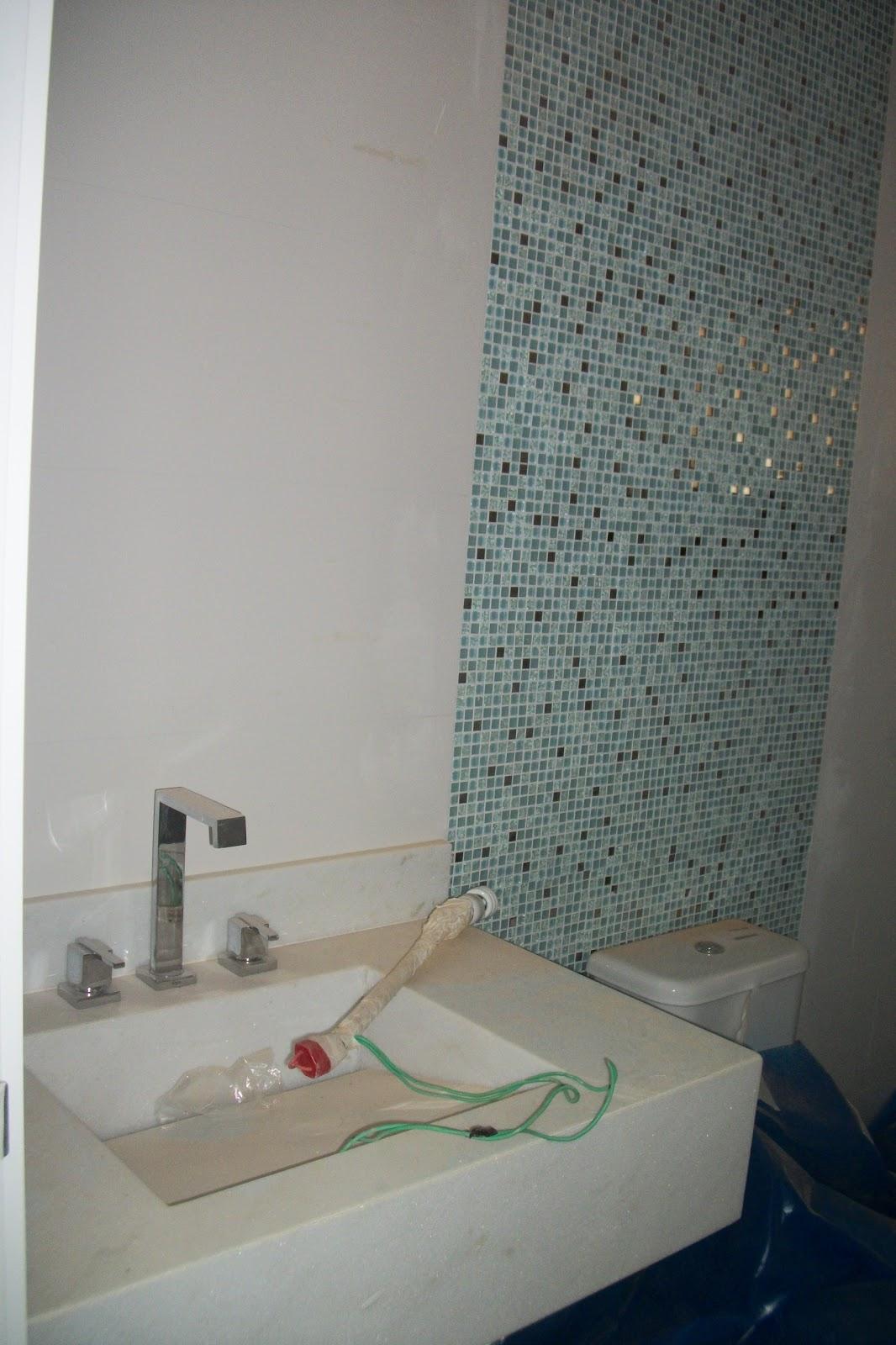 Karina Lapezack Interiores #5F4E48 1066x1600 Banheiro Azulejo Pastilha