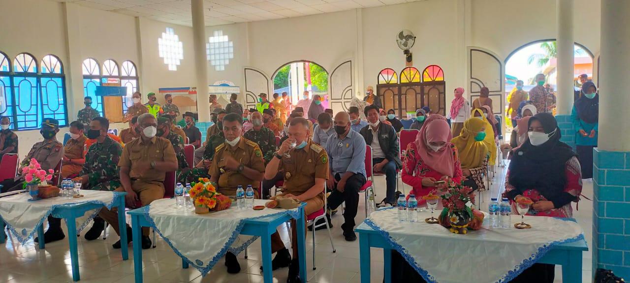 Bupati Didampingi Ketua TP-PKK Natuna Kunjungi Kecamatan Pulau Laut