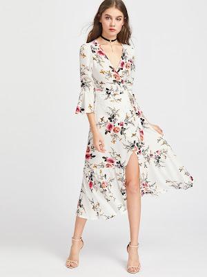 http://es.shein.com/Plunge-Neck-Floral-Print-Bell-Sleeve-Slit-Side-Dress-p-350981-cat-1727.html?utm_source=mivida-enblog.blogspot.com.es&utm_medium=blogger&url_from=mivida-enblog