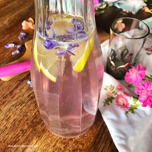 Lemoniada fiołkowa