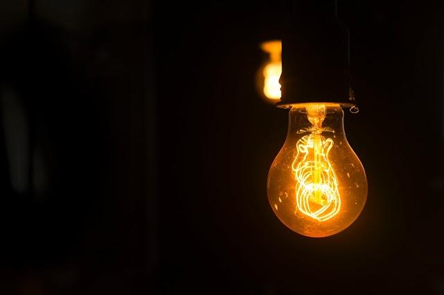 Confira dicas para reduzir valor da conta de luz com gasto maior no verão.