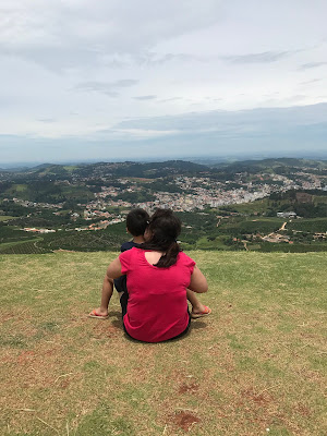 mulher e criança no Alto da Serra