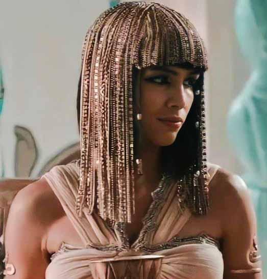 rainha Khen (Pérola Faria)