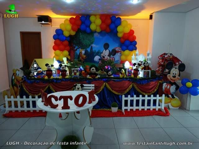Decoração luxo do Mickey para festa de aniversário - Mesa forrada com toalhas de pano tecido - Barra - RJ