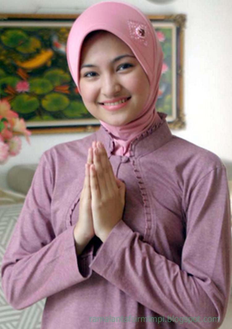 selain untuk melindungi dan menutupi dirinya 13 Arti Mimpi Membeli Pakaian Menurut Primbon Jawa