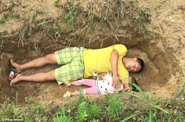Father Digs His Critically Ill Daughter Her Own Grave To Prepare Her For Her Own Death. This Will Bring Tears To Your Eyes.