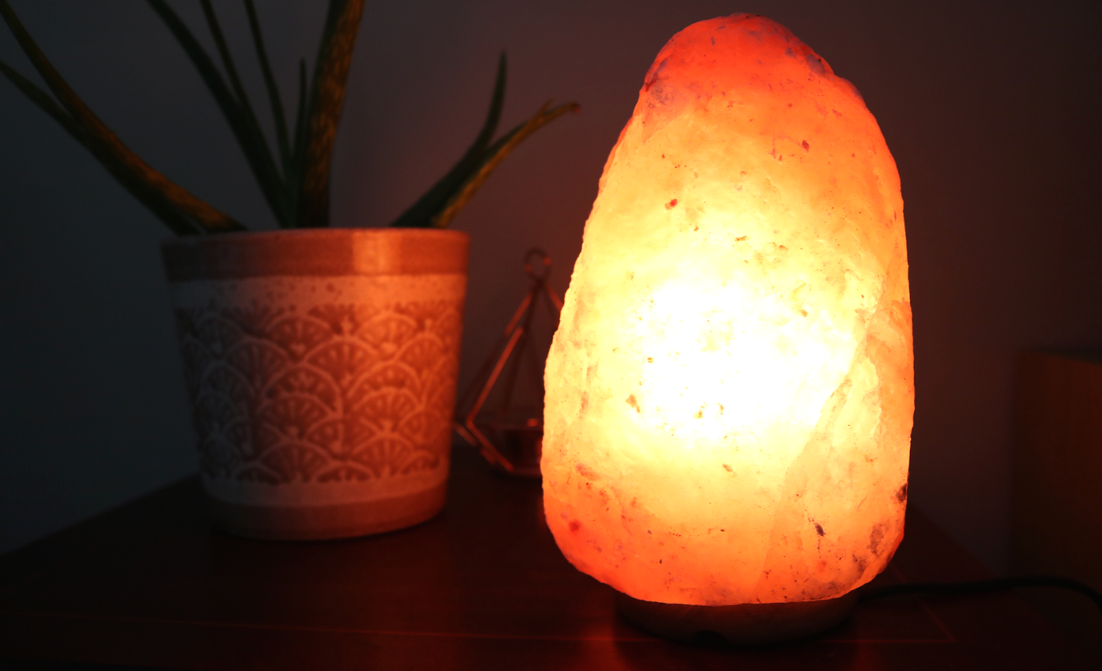 Health & Lifestyle: 4 Reasons That Everyone Should Have a Salt Lamp