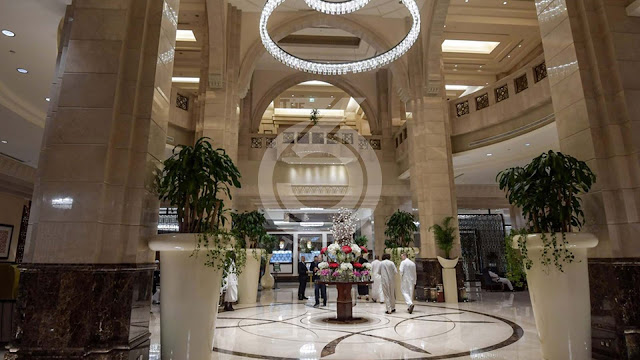 """Saudi Arabia: Mecca, the """"View"""" on the Kaaba is a delight for luxury hotels"""