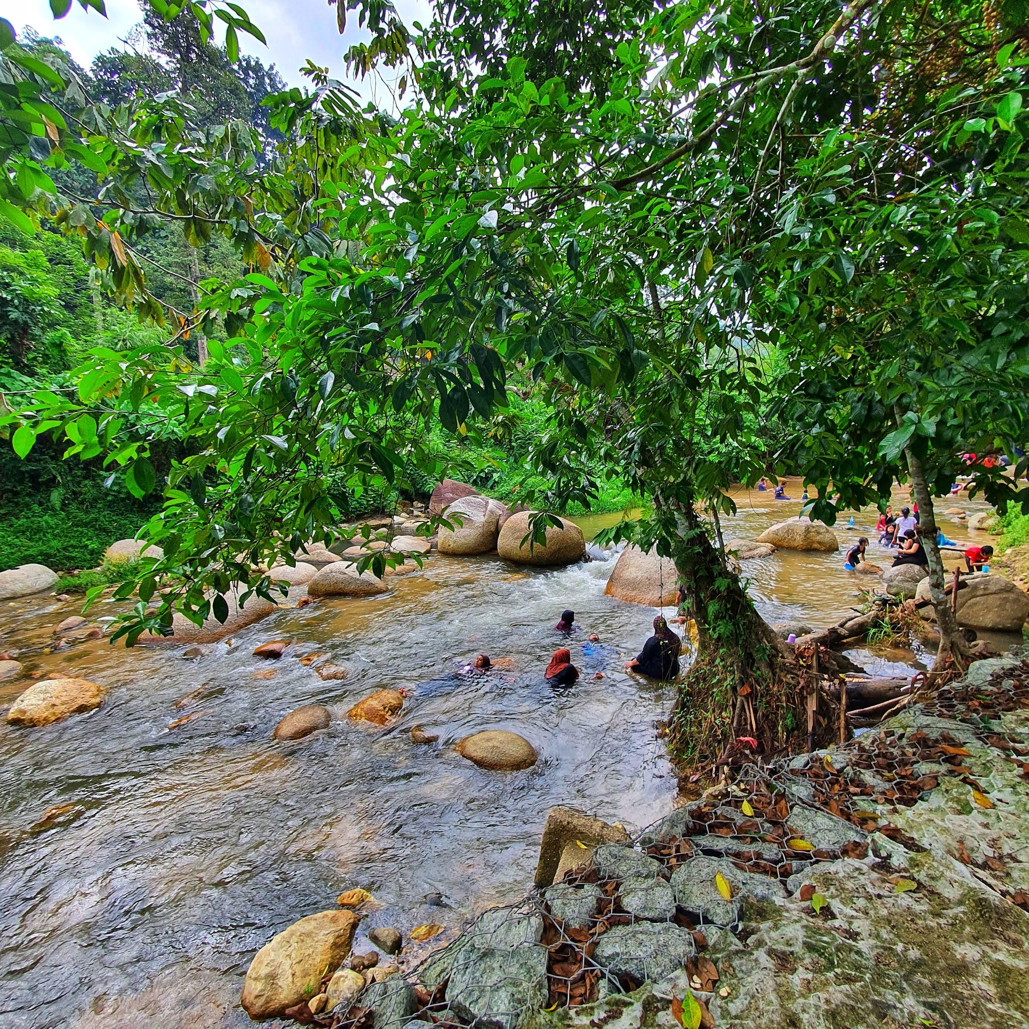 ulu yam loh mee, ulu yam food, ulu yam attraction, ulu yam waterfall, batang kali ulu yam, ulu yam kedah, ulu yam resort, flinstone chalet ulu yam,