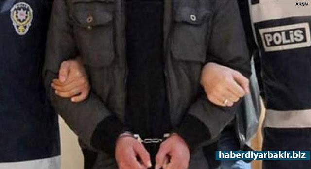 DİYARBAKIR-Silvan'da PKK'ye yönelik düzenlenen operasyonlarda gözaltına alınan 21 kişiden 2'si çıkarıldığı mahkemede tutuklanırken diğer zanlıların işlemleri devam ediyor.