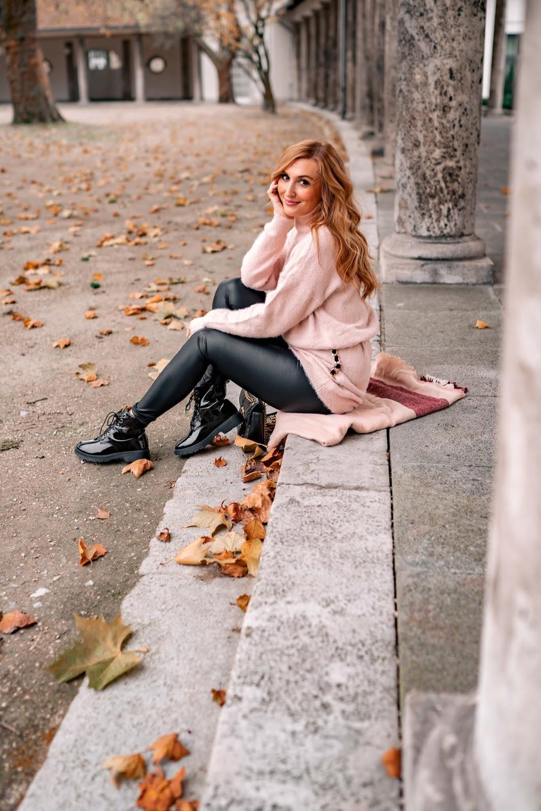 Cacasual und Chic Outfit Inspiration mit einer Leggings und Pulloverkleid
