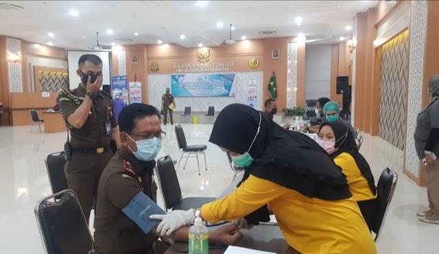 Kejati NTB Gelar Vaksinasi Pertama