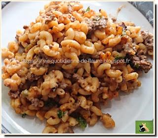 Vie quotidienne de FLaure : Coquillettes, bœuf haché, velouté et soupe, parfumées au paprika, persil et céleri