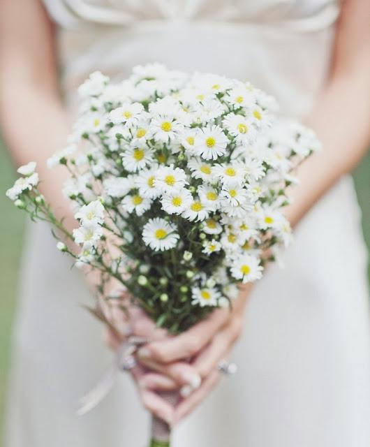 http://www.lomejorenbodas.com/flores-para-el-ramo-y-sus-significados/