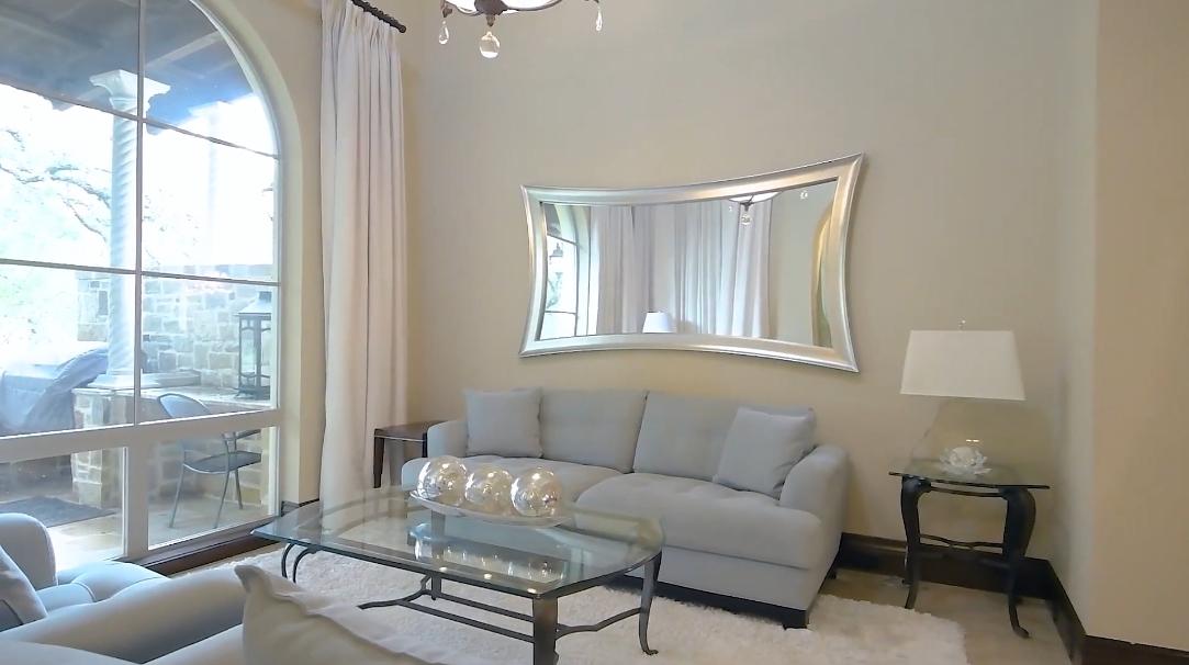 21 Photos vs. 2 Links Grn, San Antonio, TX Interior Design Home Tour