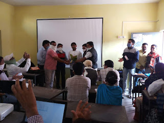 मोहल्ला कक्षाओं में उत्कृष्ट कार्य करने पर प्रतिभा पर्व के प्रशिक्षण में शिक्षकों का सम्मान
