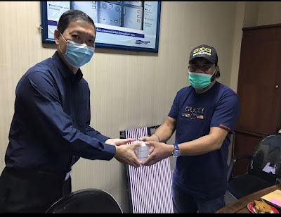 Wijaya Notosusanto (Pimpinan) dan Tarmizi Age di Kantor Trisha Jaya, di Jakarta Barat