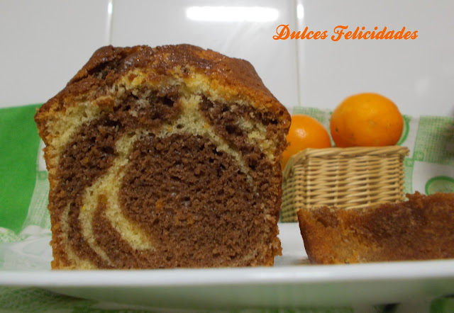 Plum cake bicolor de naranja y cacao