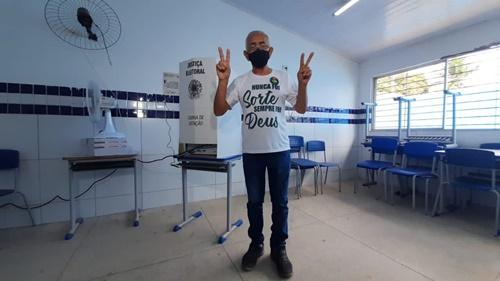 Yves Ribeiro vota e está confiante com vitória do verde