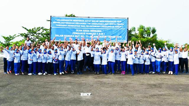 Jalasenastri Korcab II Olahraga Bersama Prajurit Lantamal II