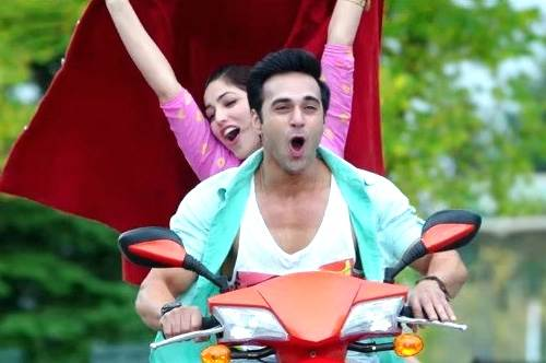 Sanam Re pulkit samrat and yami gautam on the bike