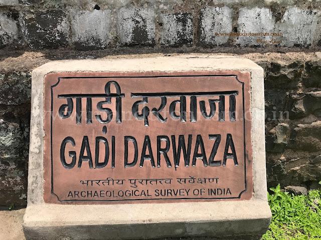Information about gadi darwaza mandu