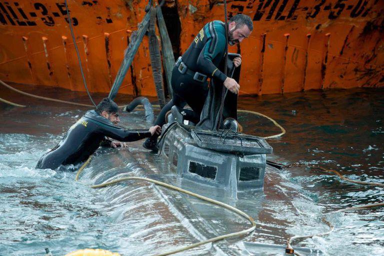 Spanish police seize drug smugglers' submarine on Friday and arrest drug mafias