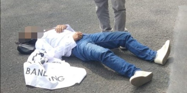 Kecewa PPKM Diperpanjang, Ketua AKAR Nekat Tusuk Lehernya di Depan Balaikota Bandung