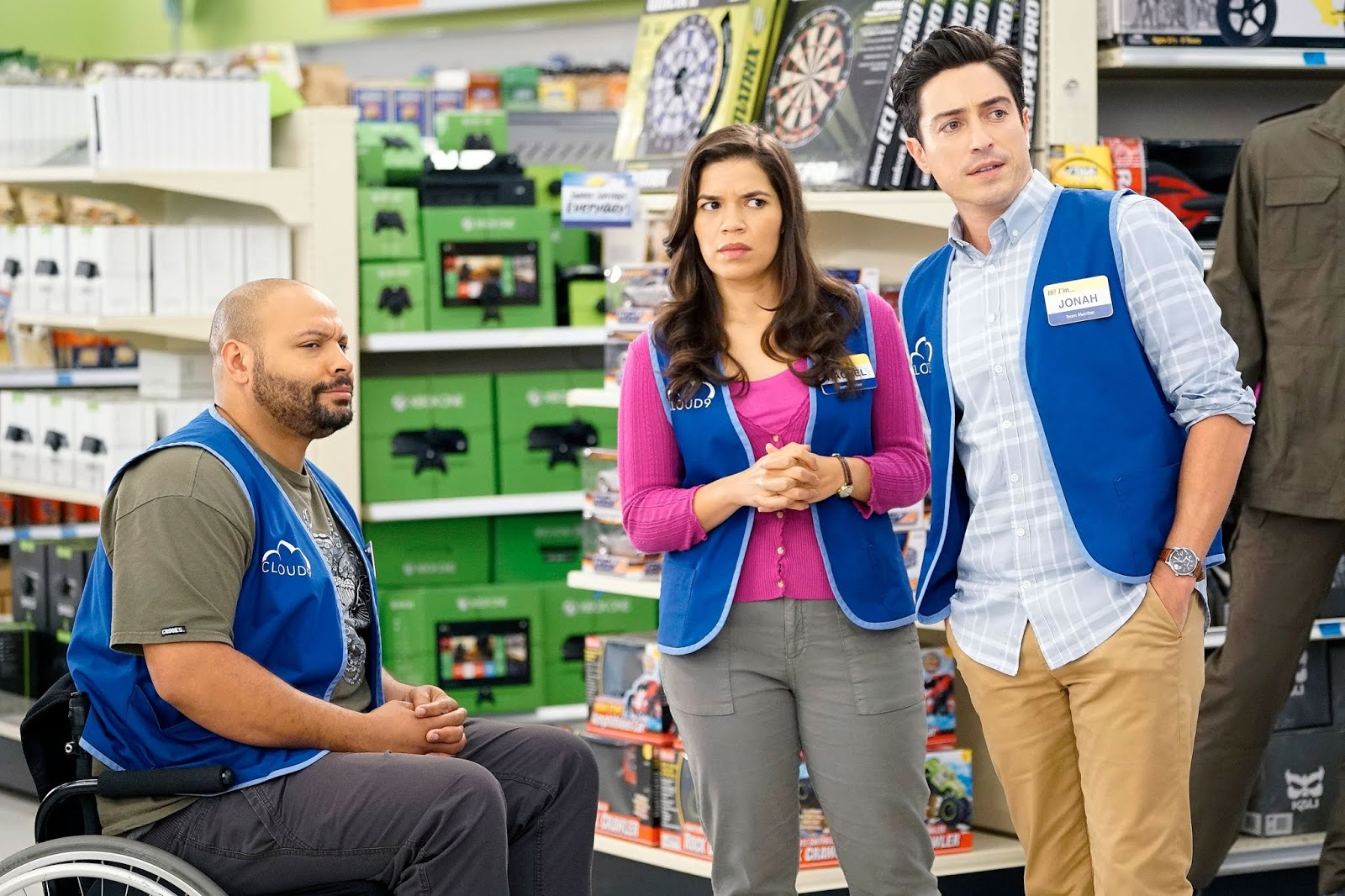 Amy, Jonah y Garrett en Superstore