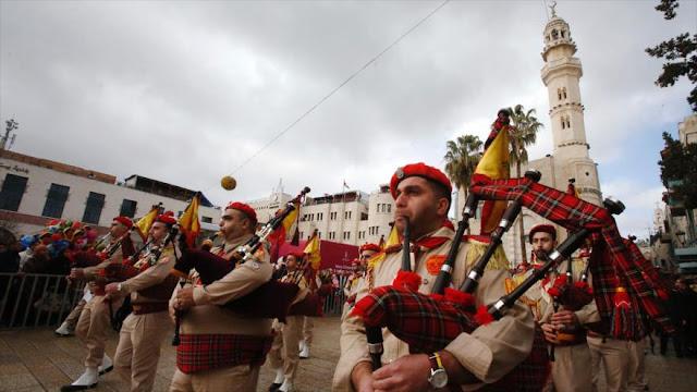 Cristianos festejan en Belén la Nochebuena y la misa del gallo