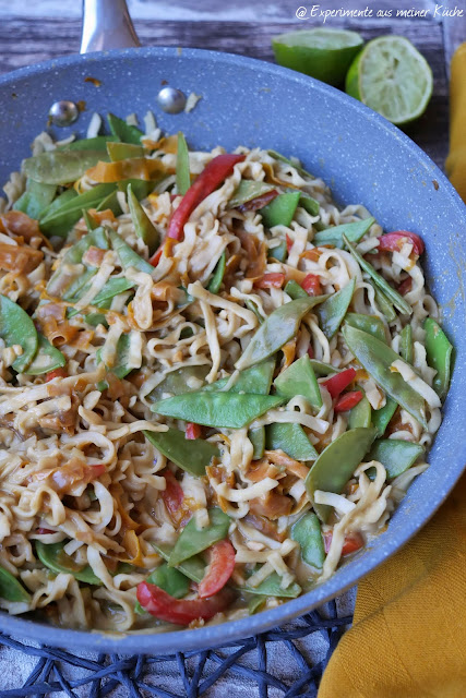 Cremige Erdnuss-Nudel-Bowl   Rezept   Kochen   Essen   vegetarisch