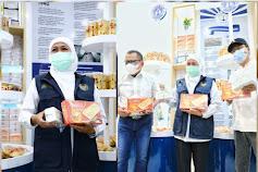 Gubernur Khofifah Pamerkan Produk Lokal Bipang Jangkar yang Melegenda