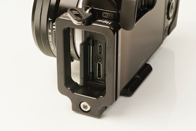 Sony NEX-6 modular L bracket Side - connector ports