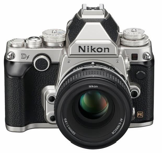 Fotografia della Nikon Df in versione argento