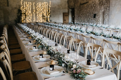 Espacio decorado para la recepción de boda