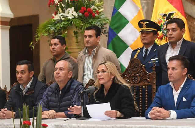 Añez advierte que no promulgará ley que da amnistía a Evo y Álvaro