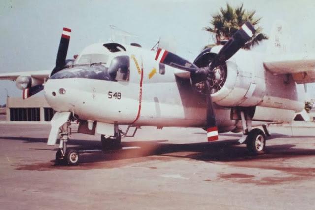 Primer plano del Tracker AA-548, donde se aprecia uno de los dos motores radial Wright R-1820-82WA.