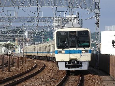 【ダイヤ改正で新設!】8000形10両編成の各駅停車 新宿行き