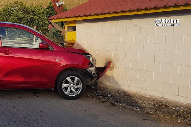 Αργολίδα: Τροχαίο ατύχημα στο Ναύπλιο - Ι.Χ κάρφωσε σε σπίτι