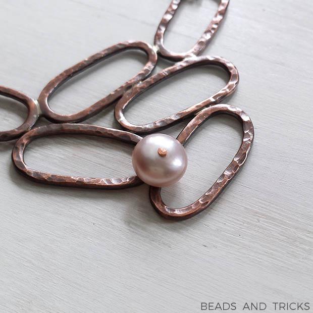 Centrale di girocollo in rame con perla coltivata