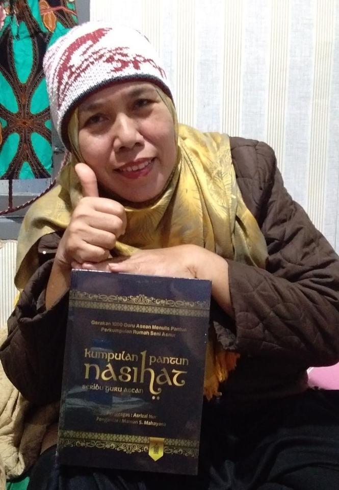 Lifya, salah seorang penulis buku peraih rekor MURI Dunia 'Kumpulan Pantun Nasihat'. (Dok. Istimewa)