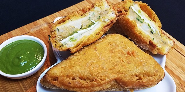 Bread pakora a simple and delicious snack make at home