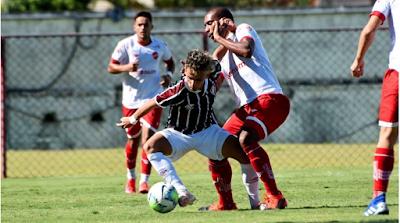 Vila Nova faz um grande primeiro tempo, mas sofre a virada no segundo tempo de jogo