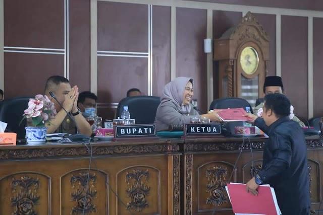 Rapat Paripurna DPRD Kabupaten Labuhanbatu Sahkan Raperda Nomor 6 Tahun 2017