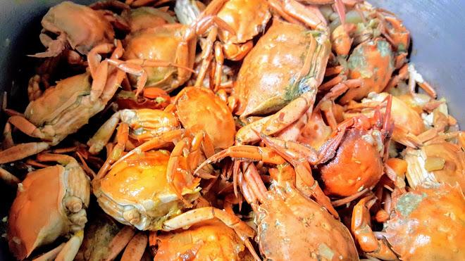 Soupe de poissons aux crabes verts