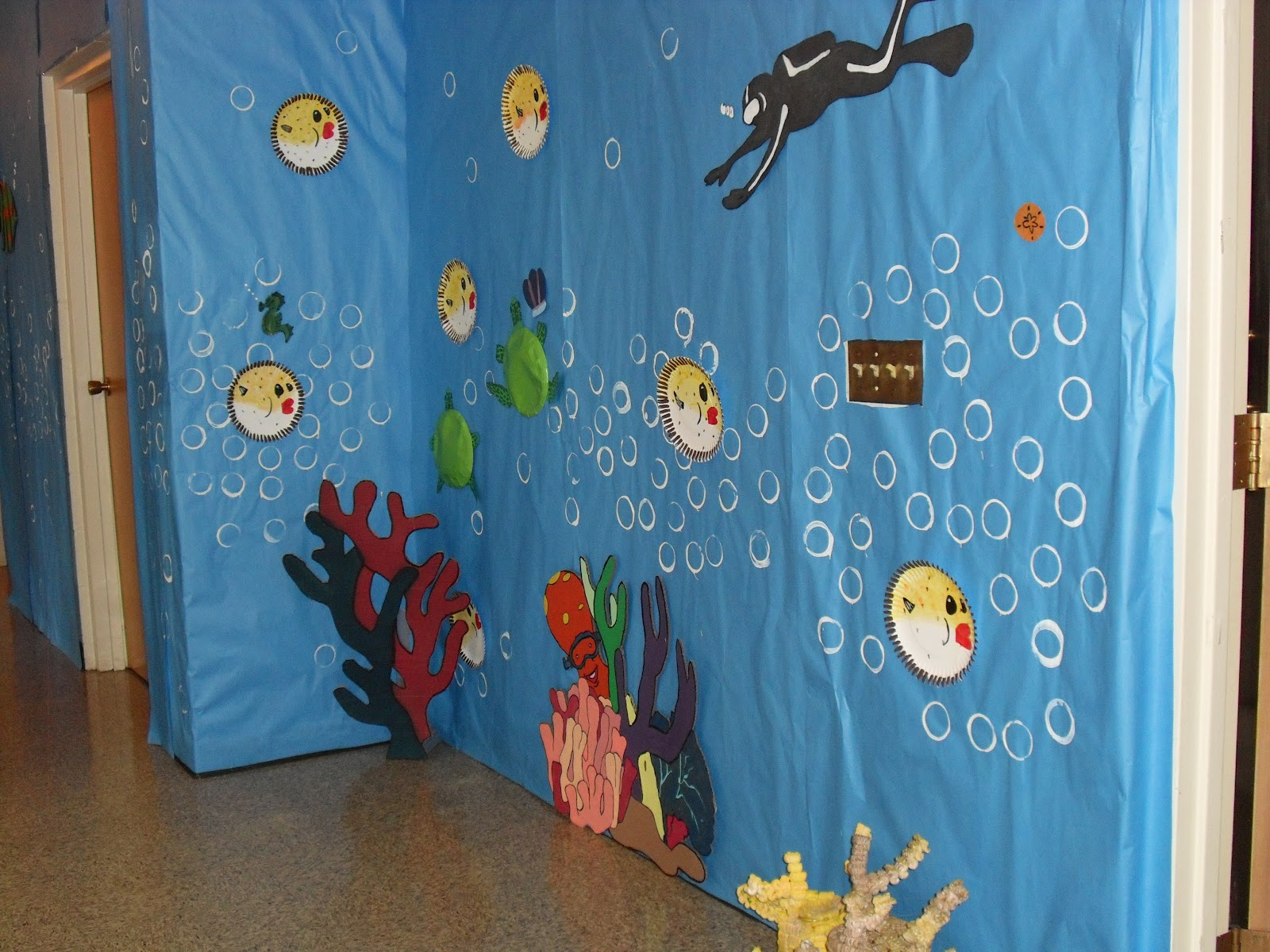 Mixingitup vacation bible school ideas for underwater for Decorated bible