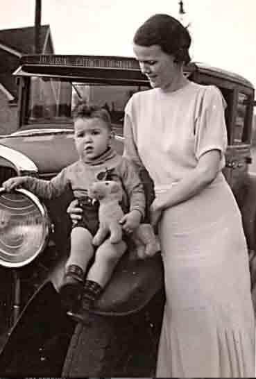 Jay Sebring bebê com a mãe